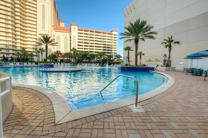 Laketown Wharf Resort - Sleeps 8
