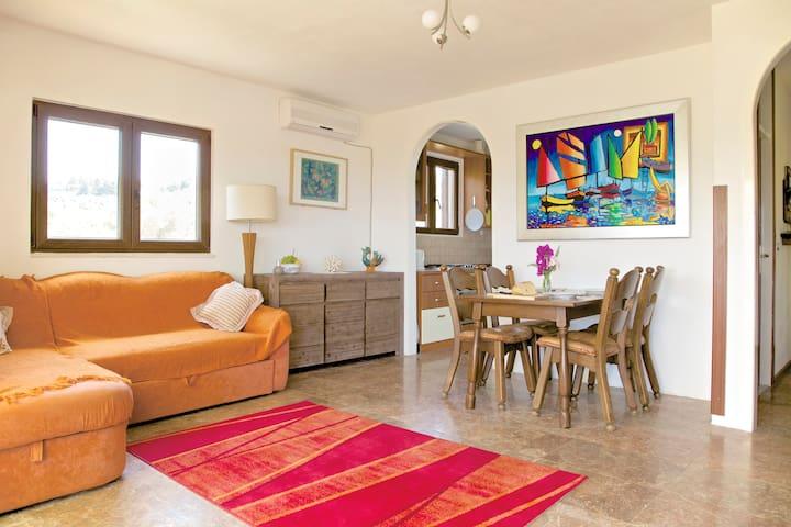 Villa Morski Vuk, upper apartment - Grohote - Apartment