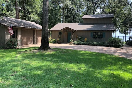 Lake front property on beautiful Lake Palestine