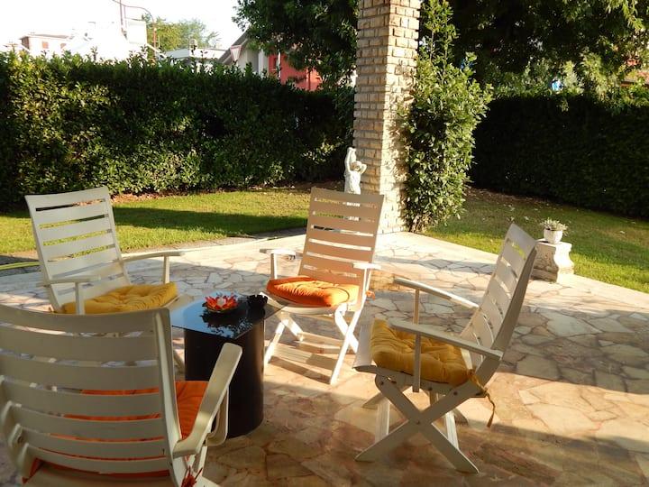 Villa Clotilde, ampie camere, giardino con patio