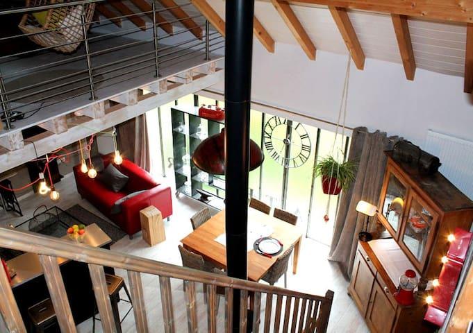 Le Gîte de la Verrerie : loft contemporain au vert