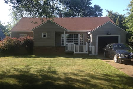 Charming and Private Home - Lorain