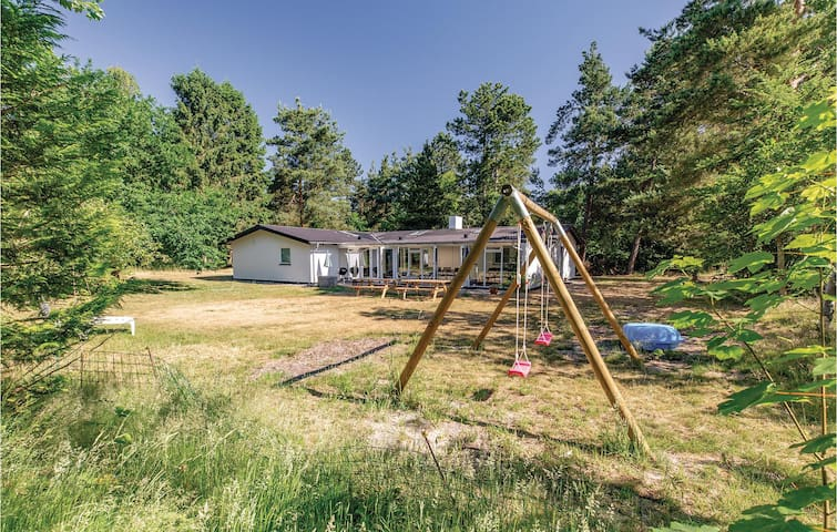 Holiday cottage with 5 bedrooms on 160m² in Højby