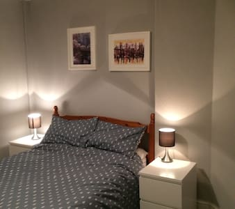 Comfortable double room nr Glasgow - Rutherglen - Dom