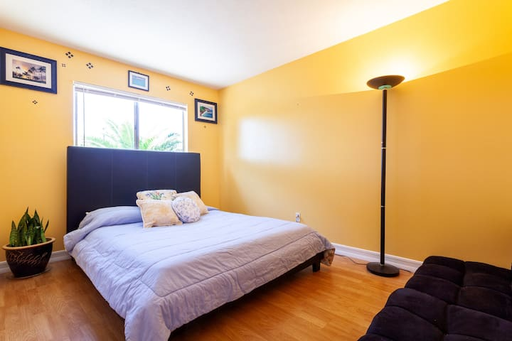 Guest room in Clairemont Mesa/ San Diego Ca