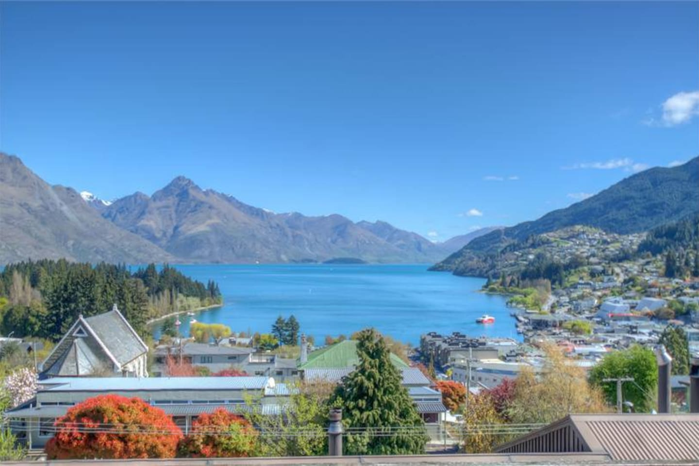 Welcome to Q-Crib - your Queenstown home away from home just 700mtrs from the lake!