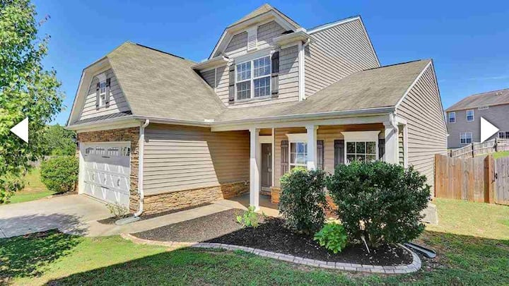 Beautiful 3 bedroom home With office and loft!!