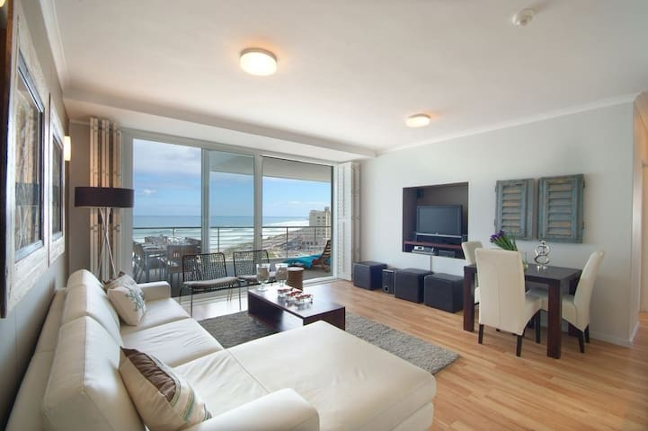 Bloubergstrand Beachfront Self-Catering Apartment