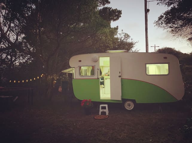 Cosy Vintage Caravan by the beach
