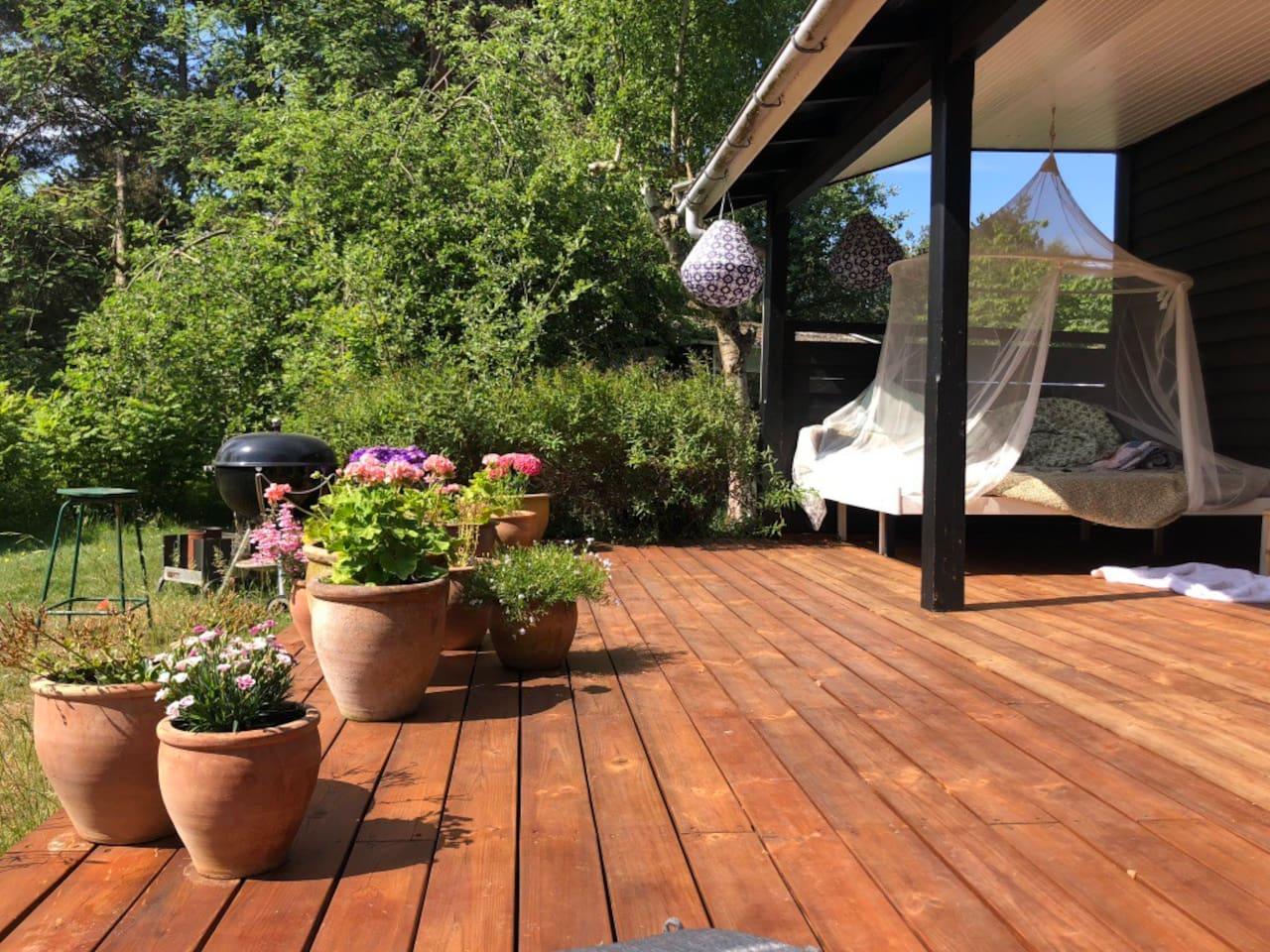 Lounge og stor lækker terrasse