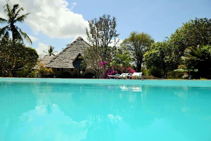 Kirathimo Explorer's Oasis - Double Room MALAIKA - Diani Beach - Vila