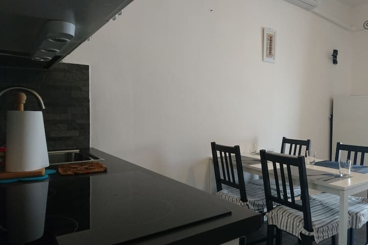 English/Italiano/Русский. 2 bed flat for 6 people.