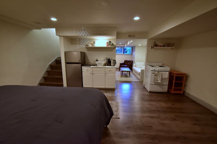 King size bed and kitchen