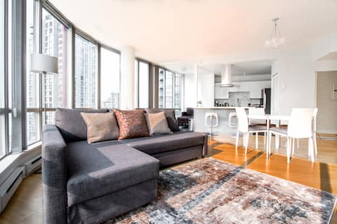 Coal Harbour Home w/ Panoramic City View (Sleep 6)