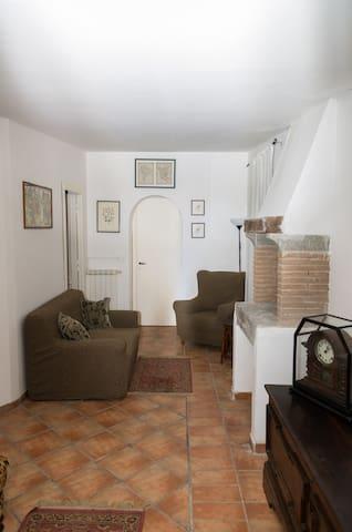 Casa Cristina appartamento in campagna con piscina - Capranica - Flat