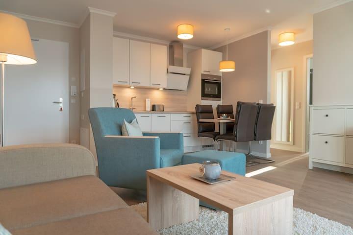 Wohnzimmer mit Küche.