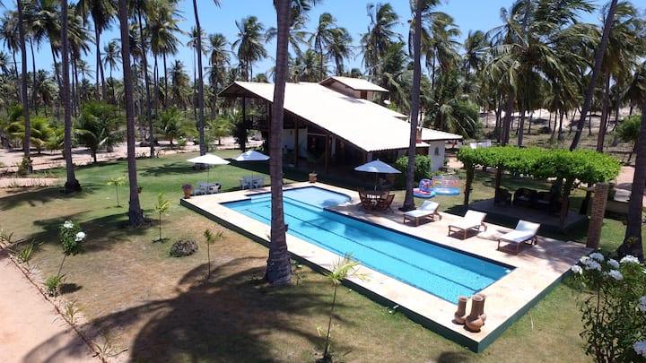 Casa de charme com 4 suítes climatizadas e piscina