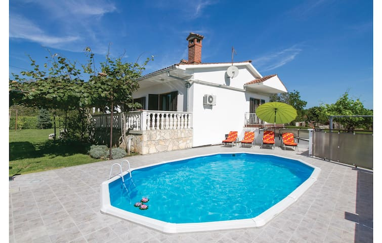 Holiday cottage with 3 bedrooms on 110 m² in Nedescina