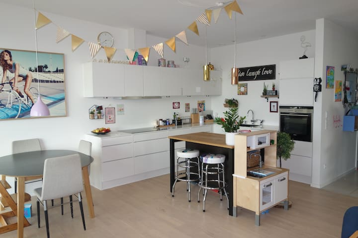 Modern, bright and family friendly w/own garden