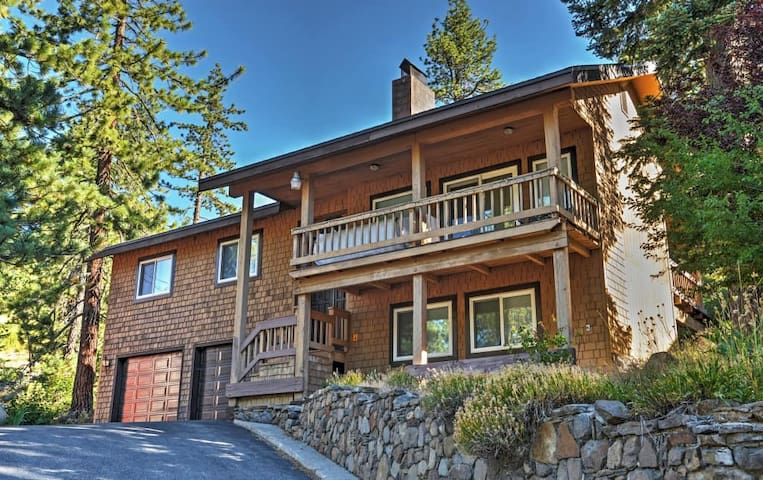 Updated 4BR Donner Lake House w/Private Deck - Truckee - Dům