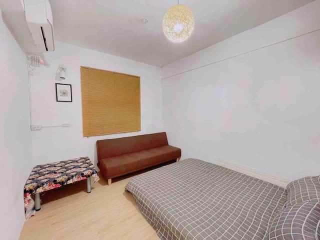 A房: 雙人房 備有冷暖空調/電風扇
