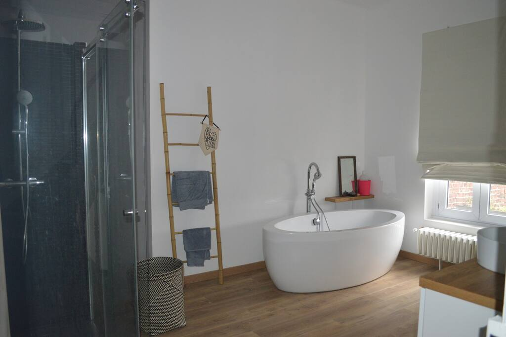 salle de bain de 20m2 avec douche + baignoire