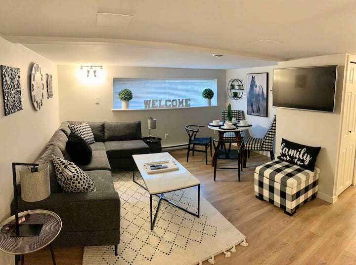 New Stylish and Cozy Basement Suite 10mins from DT