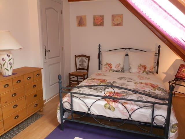 Chambre 1 (13,4 m²) et accès sdb (3,6 m²)