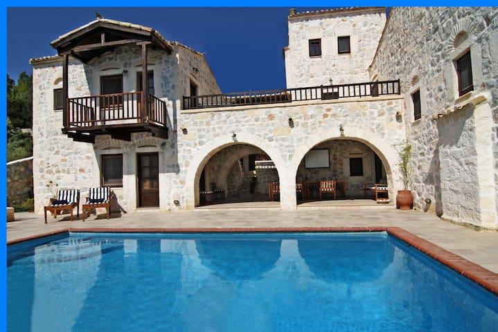 Stone Castle Villa 7p near Athens