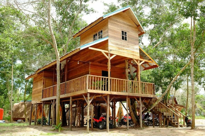 Camar Bulan Resort Tree House