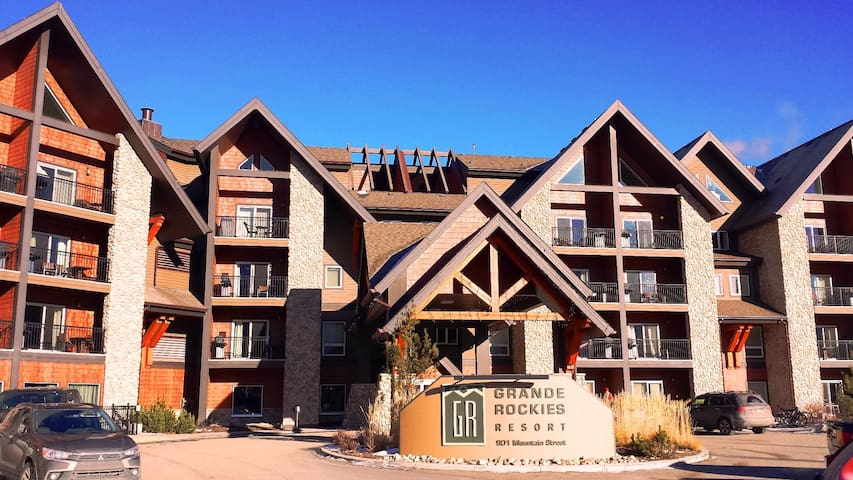 Luxury Resort 2BR, Mountain View,  Canmore - Banff