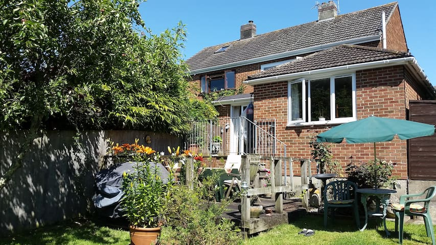 The Bolt Hole, sunny tucked away garden