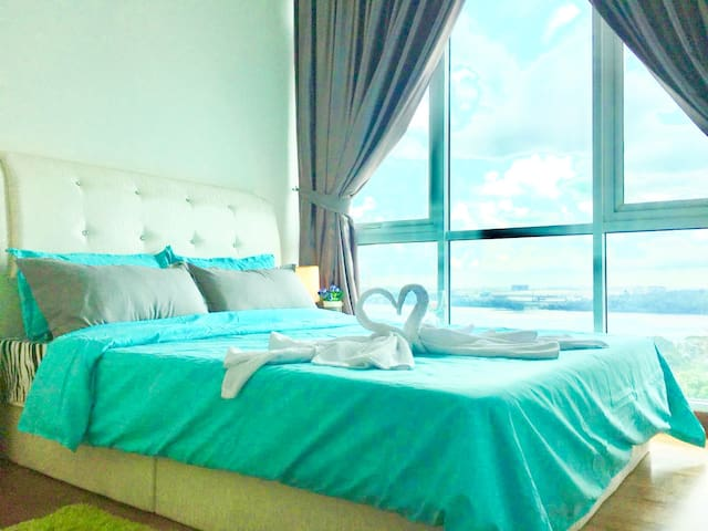 Queen bed with seaview