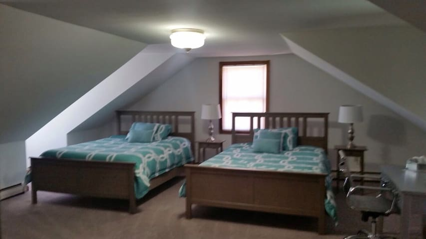 Bright, Spacious Studio! - Burlington - Flat
