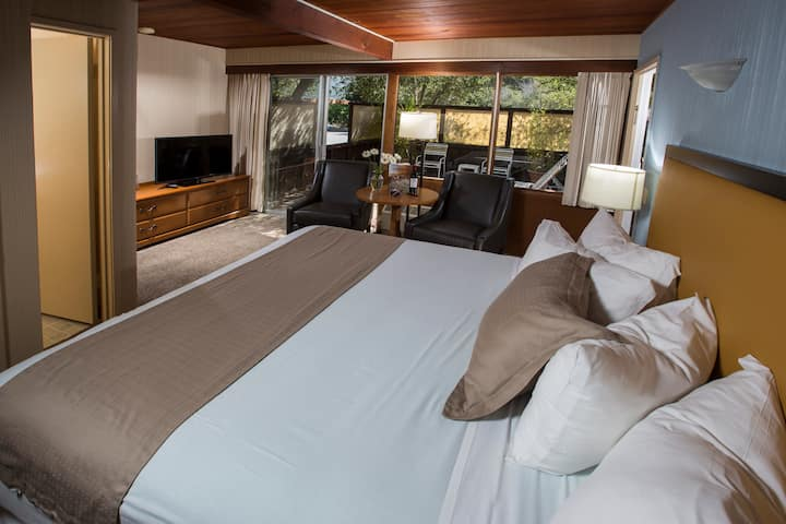 Blue Sky Lodge - Carmel Valley King Room 2​