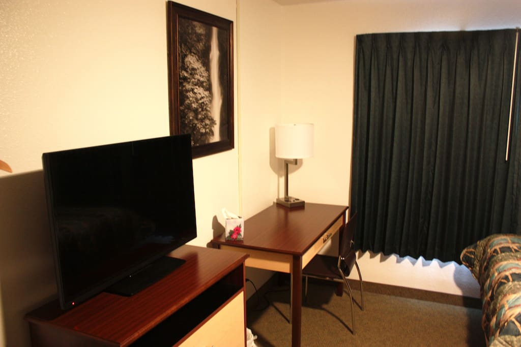flat screen television with satellite service