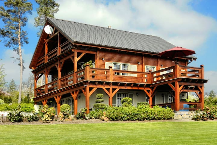 Affluent Chalet in Septon with Whirlpool, Sauna & Jacuzzi
