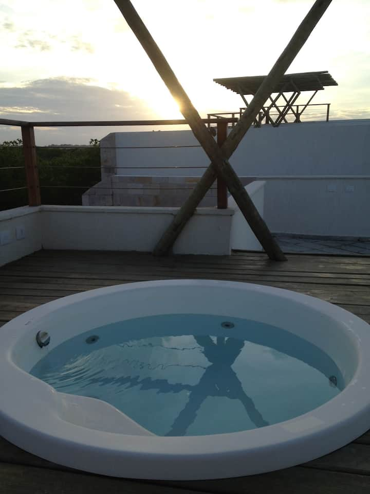 Beautiful 2 bed apartment private rooftop jacuzzi