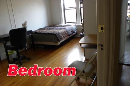 Large room in 2 BR APT - Διαμέρισμα