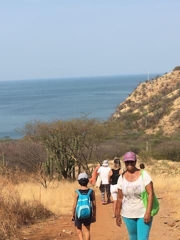 En el camino pueden participar todos niños y adultos en nuestro trekking Rodadero/Santa Marta