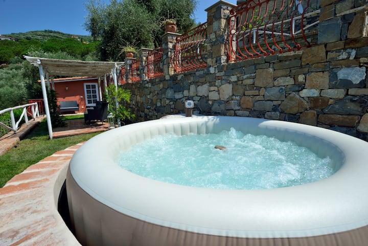 Cottage  Paradiso con giardino e Jacuzzi privata