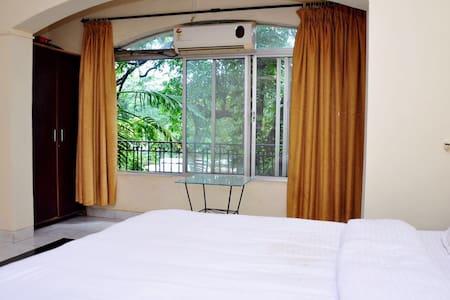 4 Bedroom Bungalow with Private Pool - Lonavala - Bungalow