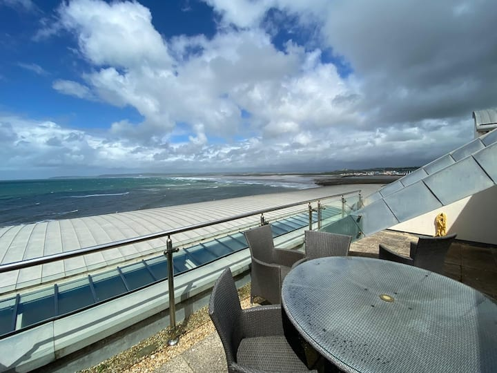 * Luxury Apartment *  Sea view  September offers!