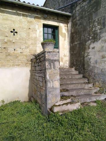 Chambre dans village calme - Celles-sur-Belle - บ้าน