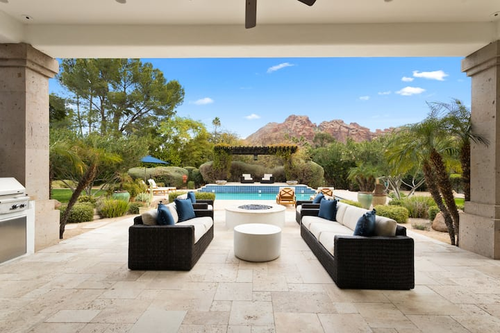 Casa De Camelback-Steps to Camelback mtn! Luxury Paradise Valley home with heated pool, spa and home theatre!