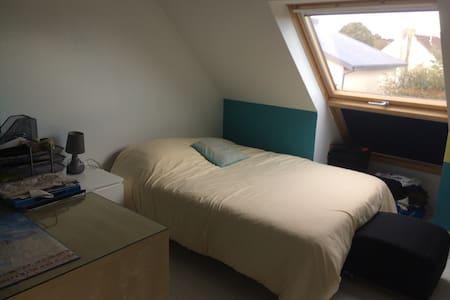 Petite chambre sympathique - Plougastel-Daoulas - Casa