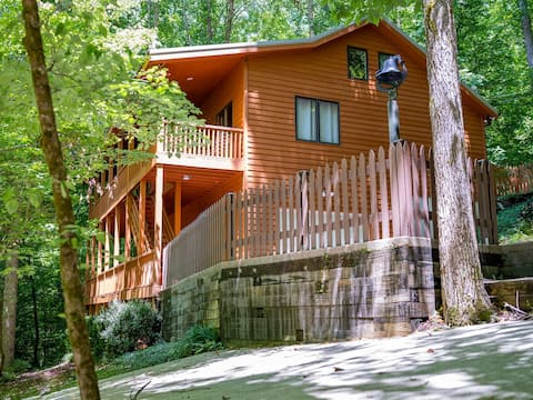 Hope Floats Inn (Large cabin with lake access)
