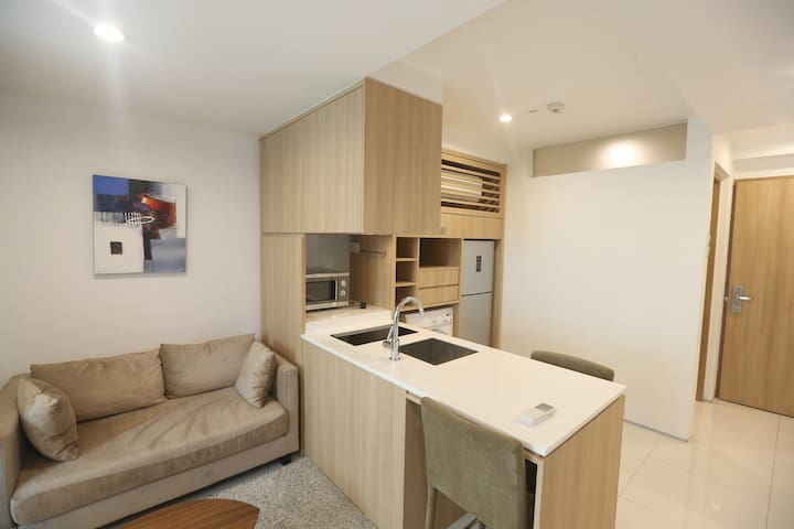 Fully Serviced Luxury Suite at City Fringe B03