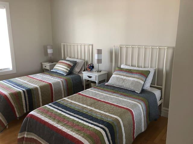 Chambre enfants ou adultes- 2 lits simples