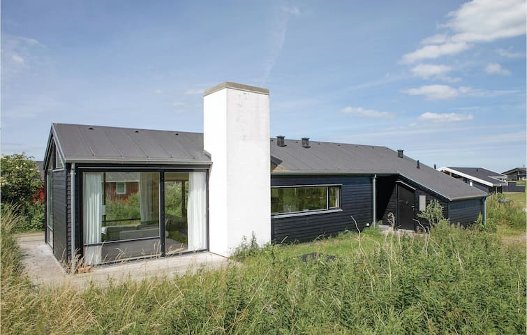 Holiday cottage with 3 bedrooms on 89m² in Hjørring